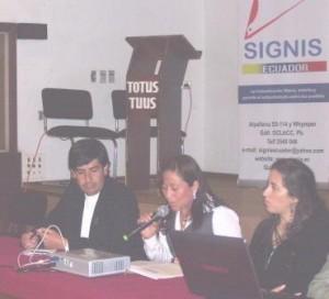 Guillermo Robayo,Cecilia Basantes y Jazmina Zambrano durante el conversatorio: La Migración y el papel de los Medios de Comunicación